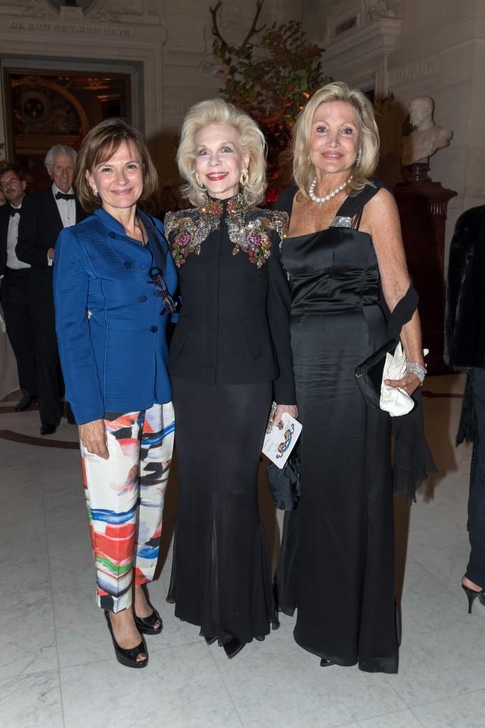 Countess Maria Pilar de la Béraudière, Lynn Wyatt and Baroness Silvia de Waldner