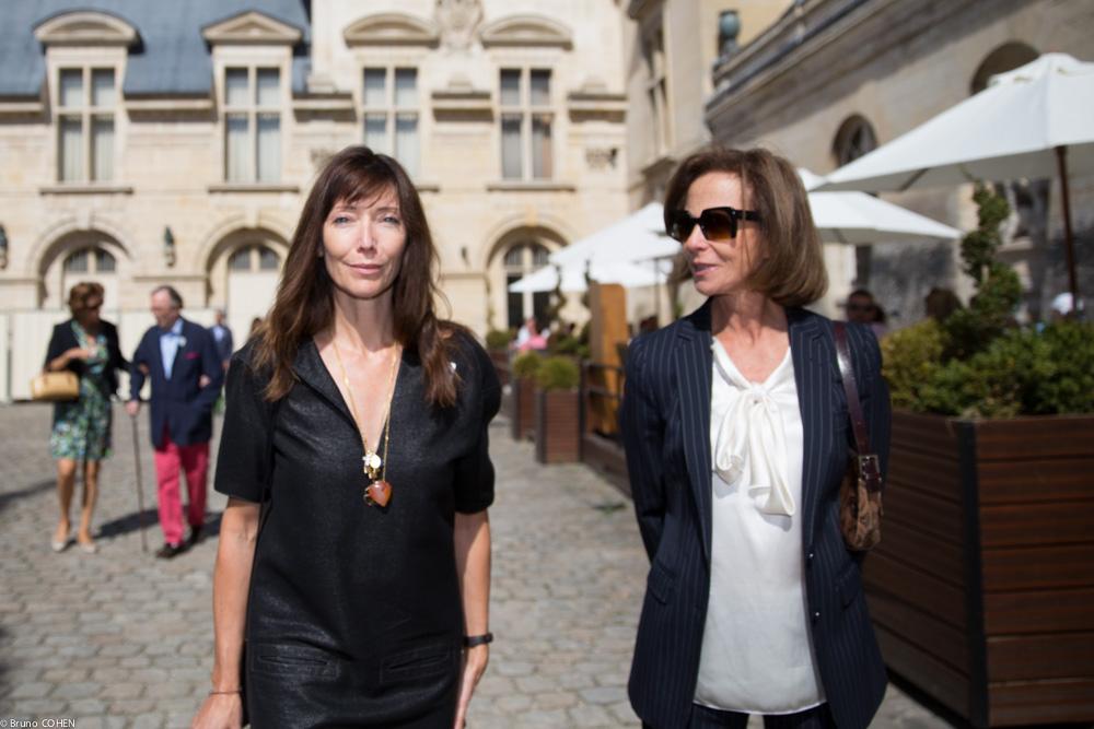 Natacha Carron Vullierme and Dominique Arpels head towards the gardens