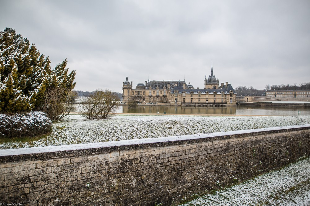 Château de Chantilly greeting its visitors under a dusting of snow.