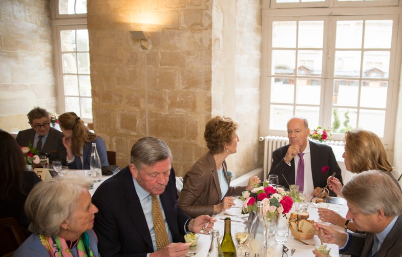 Guests enjoy the luncheon (from top center continuing clockwise: Prince Amyn Aga Khan, Elsbeth Van Tets, Daniel Thierry, Suzanne McCullagh, Tijo van Marle, Princesse de Chimay)
