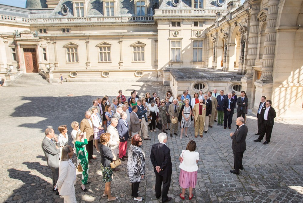FODC Chairman Prince Amyn Aga Khan welcomes guests to Chantilly