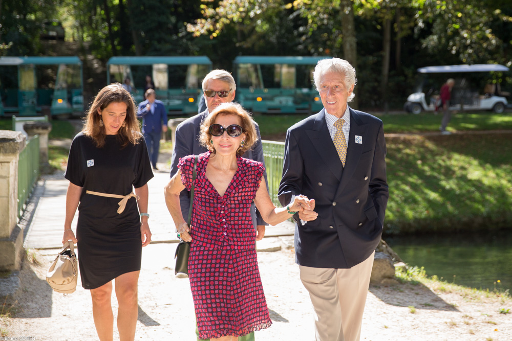 Nathalie Motte Masselink, Daniel Thierry, and Ruth and Joshua Berman arrive in the Anglo-Chinese garden