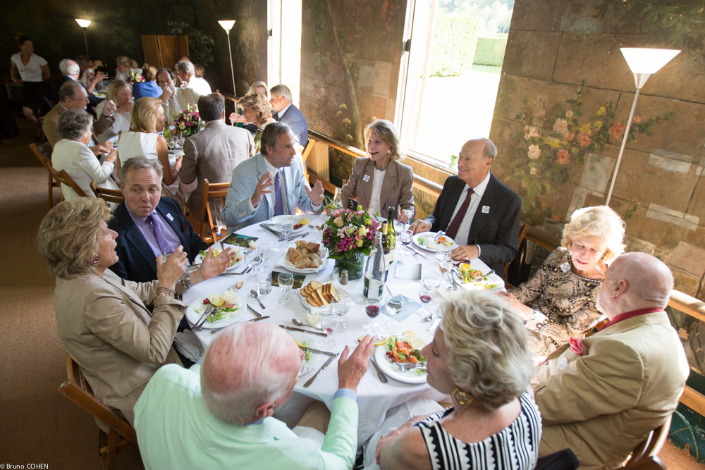 Guests enjoy the luncheon (From bottom left continuing counter-clockwise: William Christie, Ariane Dandois, PierLuigi Pizzi, Ann Nitze, Prince Amyn Aga Khan, Katharine Rayner, Thomas Leysen, Bradley Lander, Countess Isabel de Viel Castel)