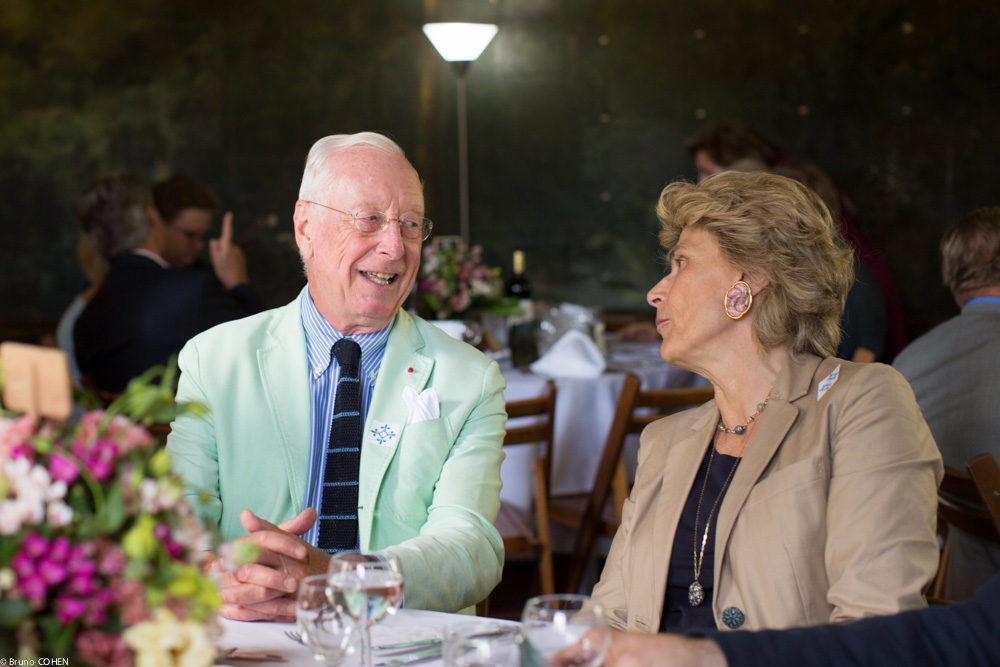 The maestro William Christie and Countess Isabel de Viel Castel discuss the morning's visit