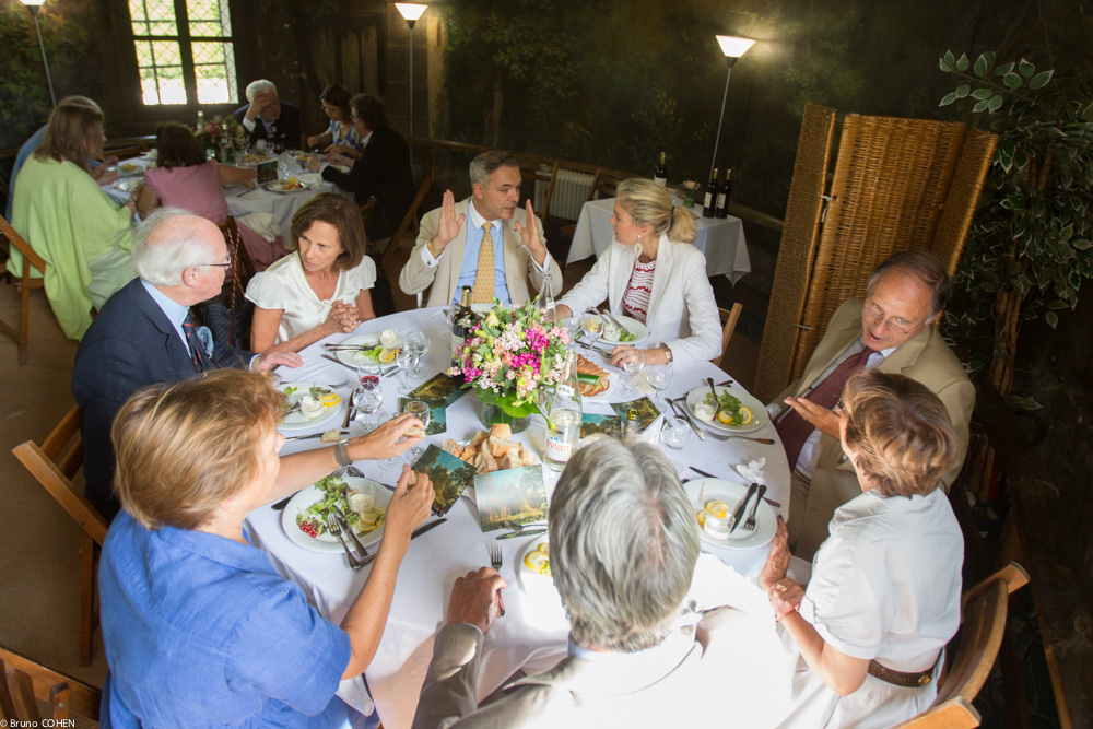 Guests enjoy the luncheon (From bottom left continuing counter-clockwise: Natalie de Montille, François Rochas, Nicole Garnier, Daniel Ergmann, Ondine de Rothschild, Massimo Gasparon, Dominique Arpels, Baron Jean-Philippe Hottinguer)